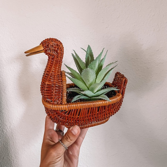 Vintage Duck mini wicker basket